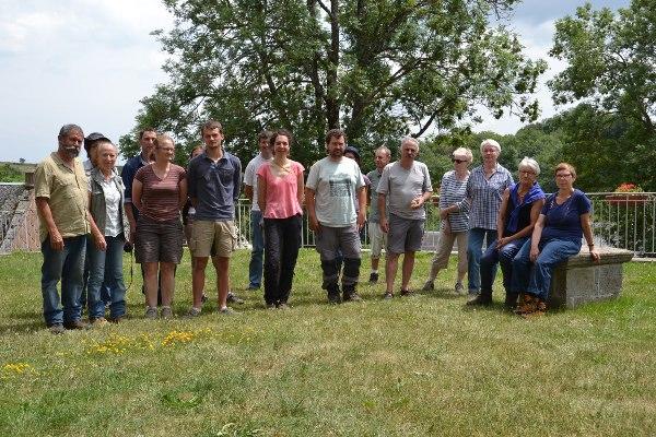 Les participants à la sortie Vigie-Flore à Saint-Victor-la-Rivière (Puy-de-Dôme)