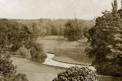 Domaine de Méréville, parc, riviere et lac vus de la terrasse est